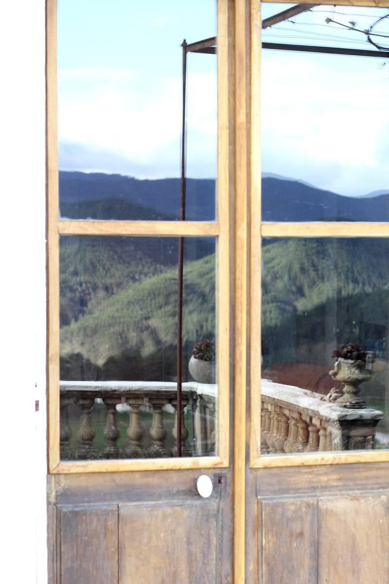 Reflet du paysage dans la porte de la Villa